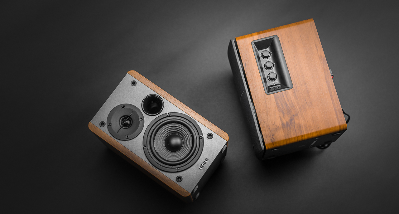Upon First Glance The Black Wood Finish Gives Any Reviewer Impression Of A Sleek And Stealthy Bluetooth Speaker Ready To Deliver Powerful Performance