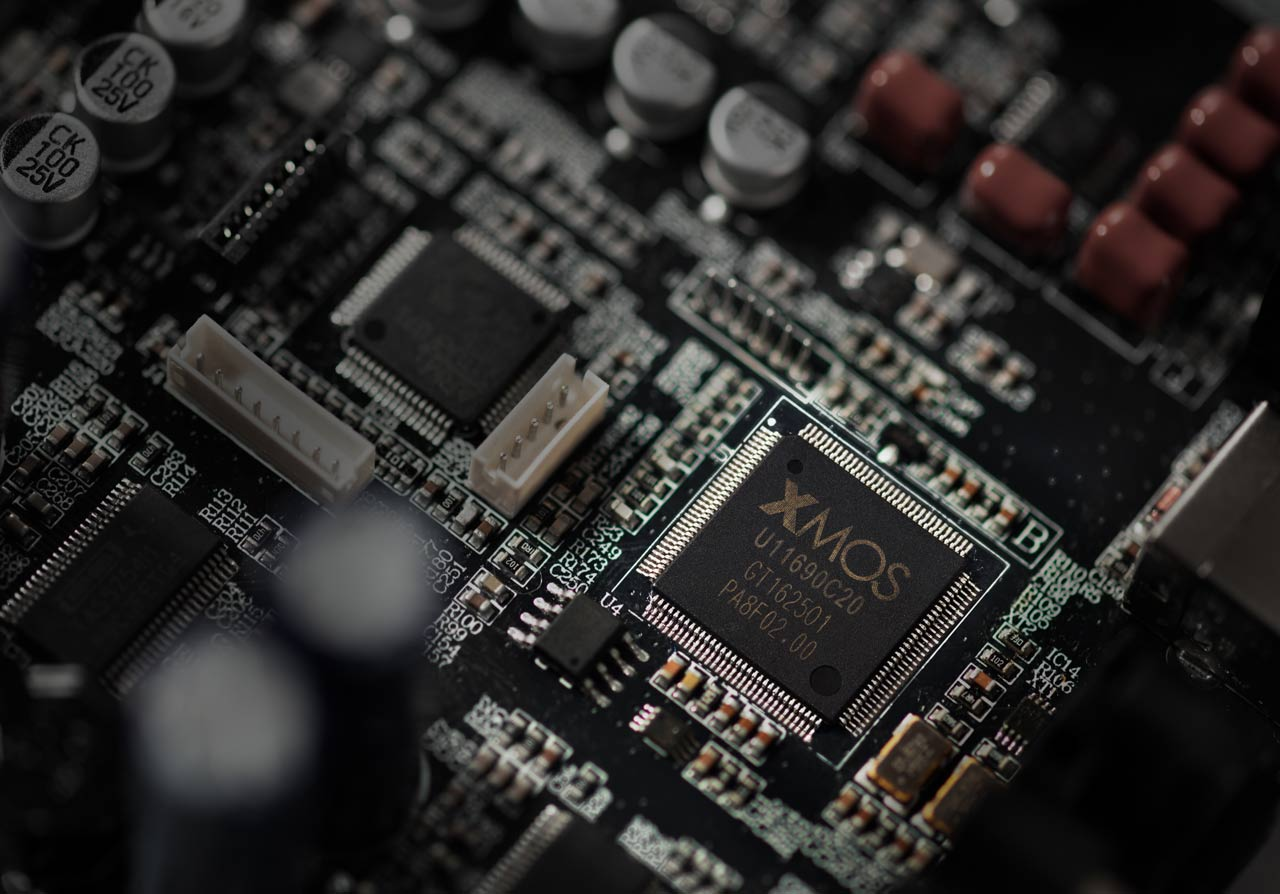 S880 Hi-Res Audio Certified Powered Speakers